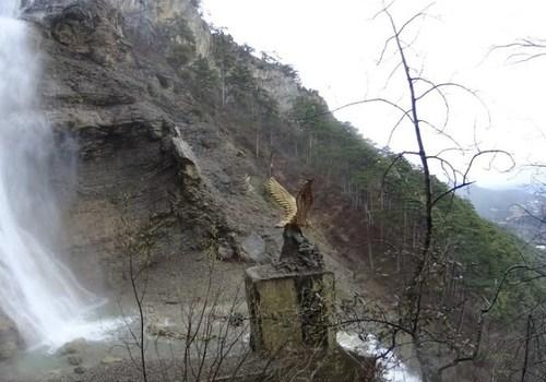 «Водопад Учан-Су бушует»: В Крыму 8 апреля прошел снегопад ВИДЕО