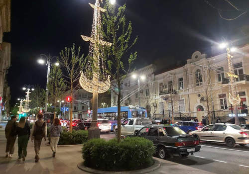 Новогодняя иллюминация останется в Севастополе на всё лето