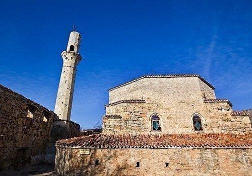 В древней мечети Евпатории прошел первый за сто лет пятничный намаз