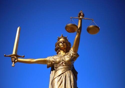 В Феодосии мошенница два года выдавала себя за юриста и попалась