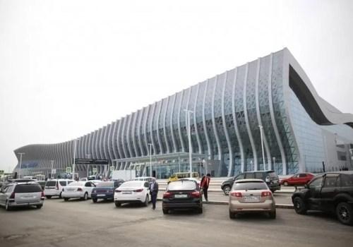 Крыша аэропорта Симферополь начала течь во время дождя ВИДЕО