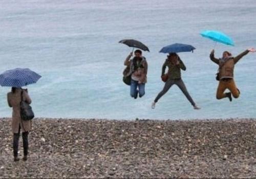 Температура морской воды у побережья Крыма снизилась, впереди еще неделя дождей