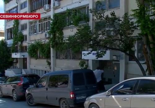 Севастопольцы вместо платных парковок стали использовать дворы в центре города