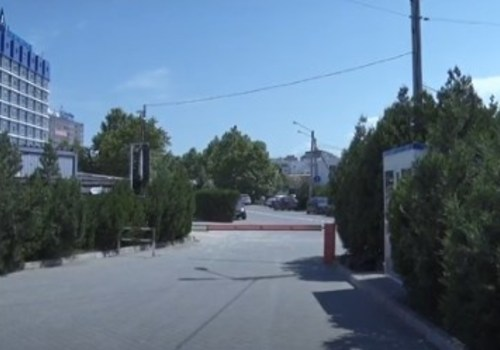 Общественная парковка у Аквамарина снова платная - 200 руб. ВИДЕО