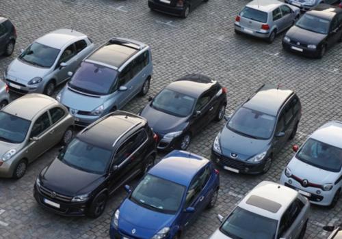 Почти 150 севастопольцев оформили право бесплатной парковки в центре города и Балаклаве
