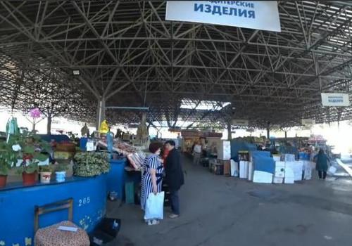 «А ну пошла!»: торговцы выгнали блогерш с рынка в Севастополе