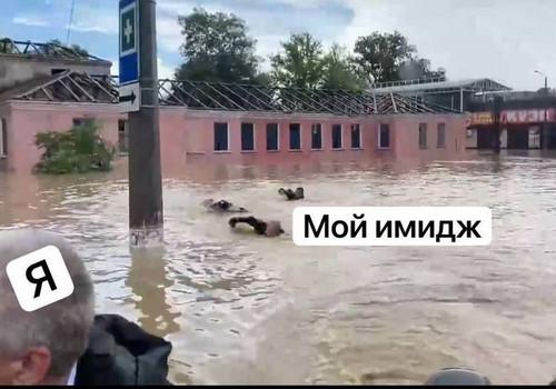 Кто плыл за Аксеновым в затопленной Керчи?