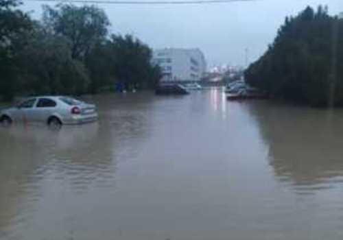 «Большая вода» разлилась по улицам Севастополя: последствия ночной стихи ФОТО
