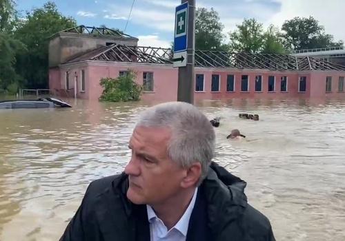 «Кроль был хороший»: в Крыму наградят плывших за лодкой Аксёнова спасателей
