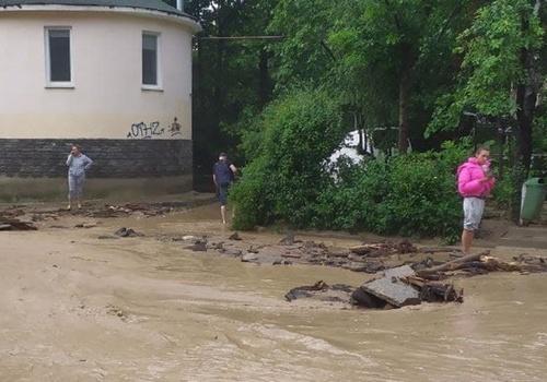Число травмированных в Ялте после потопа возросло до 40, двое пропали