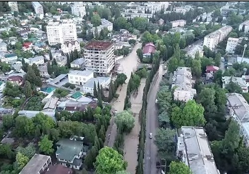 Как выглядит Ялта с воздуха после наводнения - видео МЧС