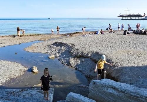 Роспотребнадзор убедился в обоснованности запрета на купание в акватории Ялты