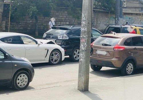 В центре Симферополя в ДТП попали 5 автомобилей ВИДЕО