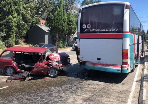 В Крыму рейсовый автобус попал в ДТП: есть погибший и пострадавшие