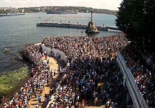 День ВМФ в ковидном Севастополе: толпы людей пришли посмотреть парад