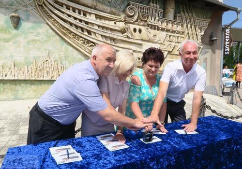В Феодосии прошло спецгашение марки к 2550-летию города ВИДЕО