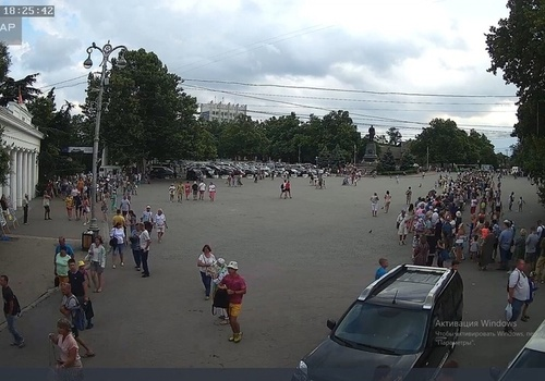 Чтобы было в последний раз: Губернатор Севастополя раскритиковал подчиненных за толпы людей во время перекрытия рейда