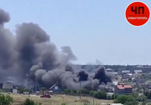 В Севастополе горел двухэтажный дом, из него чудом успели вынести газовые баллоны ВИДЕО
