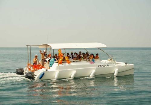 В Крыму в 12-местные катера сажают по 42 туриста