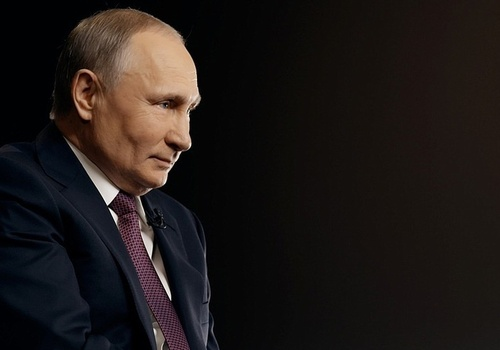 Путин поручил выплатить 10 тысяч рублей школьникам на две недели раньше