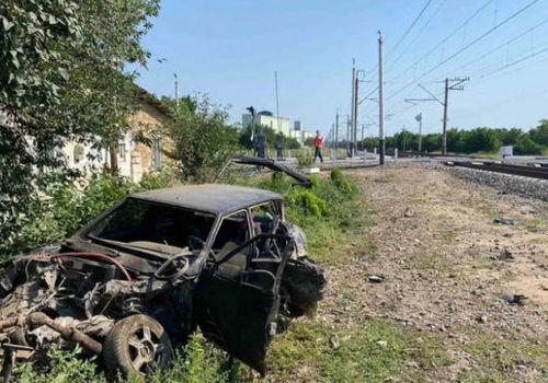 В Крыму поезд снес авто: есть пострадавший - ВИДЕО