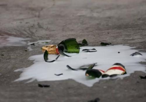 Бутылкой по голове: в Крыму день рождения ребенка отметили шампанским и дракой ВИДЕО