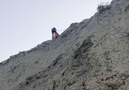 В Феодосии спасли застрявшего на опасном склоне туриста