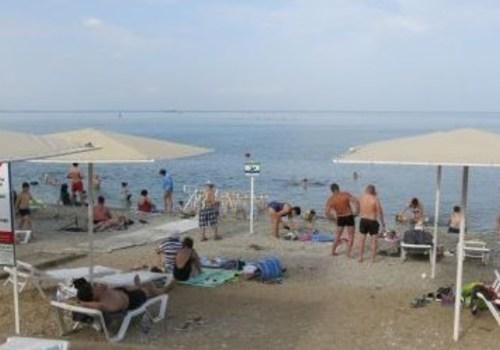 Большинство ушло в «тень»: в Крыму отчитались об очередных туристических рекордах
