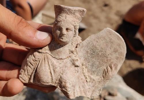 «На груди богиня держит львенка»: В Крыму нашли античную фигурку Матери богов