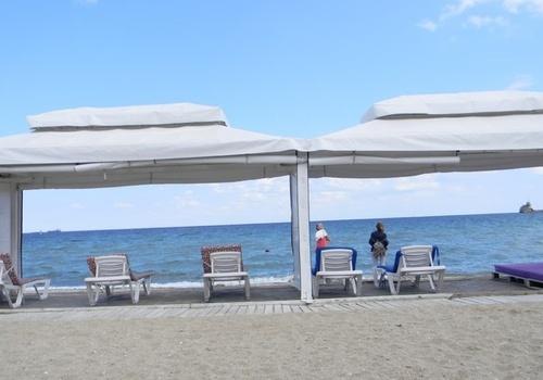 На пляжах Крыма пусто: отдыхающие ждут «бабье лето» ФОТО