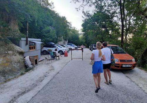 У горного монастыря в Крыму принуждают жертвовать на парковку