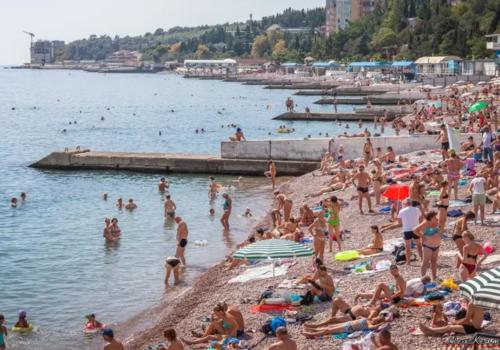 Пляжи Большой Ялты в середине сентября забиты туристами ФОТО