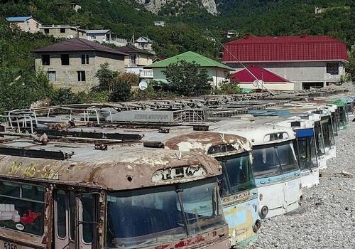 Жутко: в соцсети появились фото кладбища троллейбусов в Ялте, принявших на себя удар стихии - соцсети ФОТО