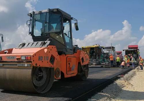 Новую дорогу между Кубанью и Крымом покрывают особым асфальтом