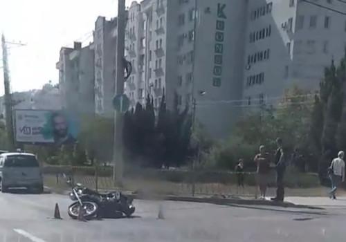 Автомобиль и мотоцикл не разъехались в Севастополе