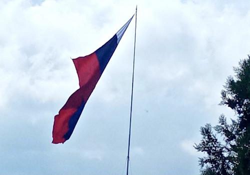 Флаг в России в Севастополе висит на волоске