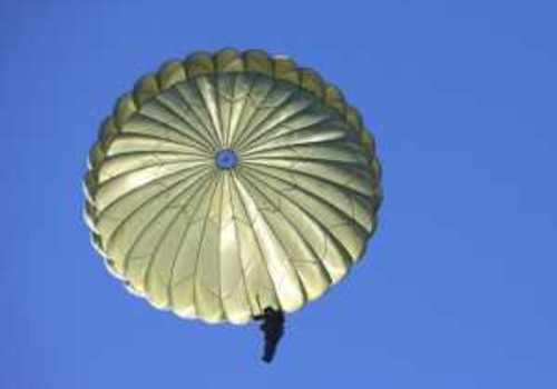 В Севастополе бывший военнослужащий получил срок за кражу парашютов из воинской части