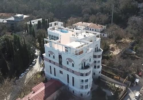 Зеленский перестал платить коммуналку за квартиру в Крыму
