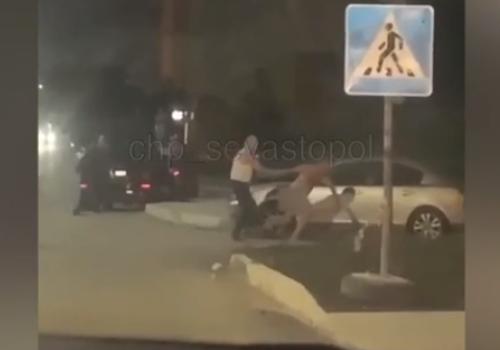 Ночью в Севастополе ловили голого мужчину ВИДЕО