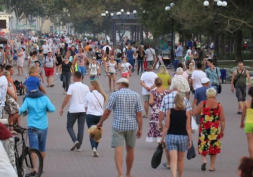 «Сказочно дорого»: россияне едут в Крым со своей гречкой