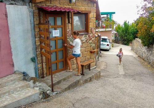 Палатка лучше: россиянка возмутилась уровнем гостиниц Крыма