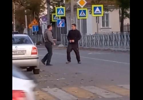 """В Симферополе водители устроили """"зарубу"""" ВИДЕО"""