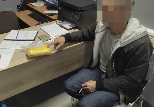 """""""В отместку"""": пенсионер, прилетевший в Крым на отдых, украл из самолета спасательный жилет"""