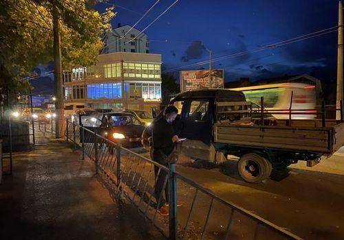 В Севастополе ГАЗель без водителя врезалась в легковушку