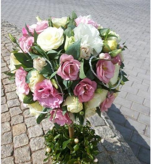 Магазин цветов и подарков «Клумба» - мы все сделаем за вас: создадим букет, доставим и вручим! Вам остается лишь позвонить!