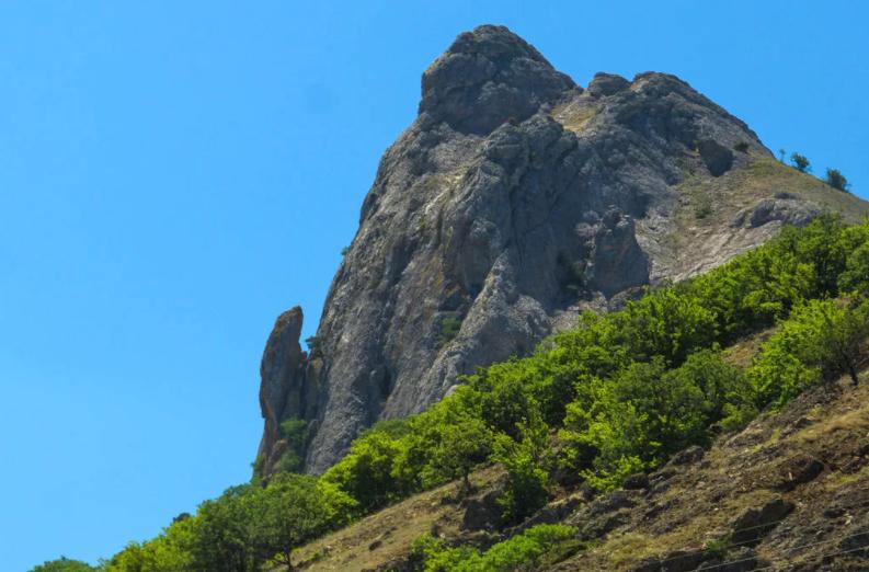 Чем интересна гора Лягушка в Крыму - легенды и факты ФОТО