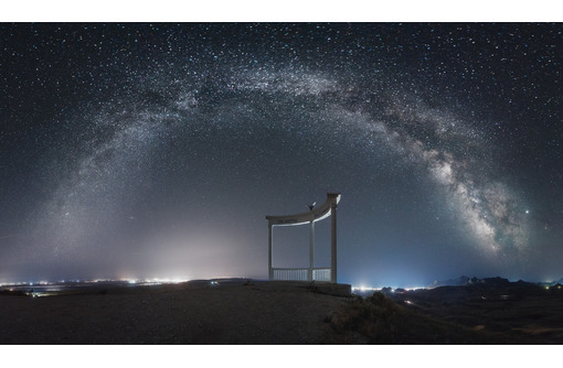 «Звездопад Воспоминаний» у Коктебеля: бирюзовый обрыв в краю голубых вершин ФОТО